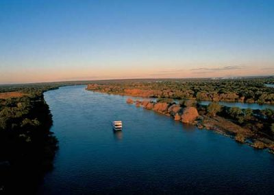 cruiser-on-zambezi