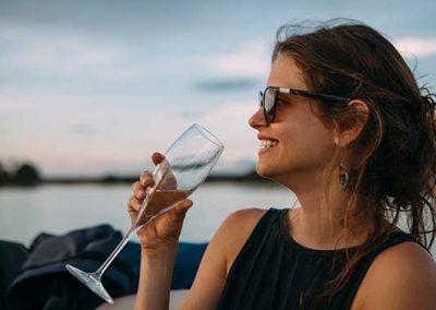 zambezi-dinner-cruise-champagne