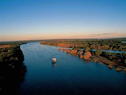 cruiser-on-zambezi