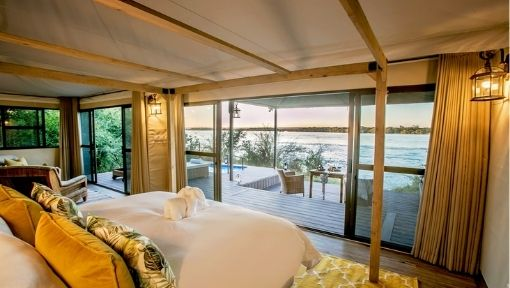 four poster bed overlooking Zambezi River